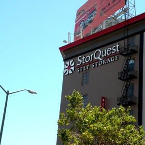 & Storage Units West Oakland CA | StorQuest Self Storage